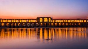 isfahan khaju bridge